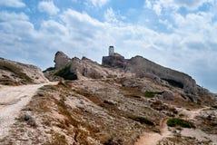 Vuurtoren op een rotsachtig Eiland royalty-vrije stock foto