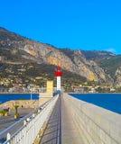Vuurtoren van Menton, een commune in de afdeling van Alpes Maritimes in de Provence-Alpes-Kooi van Azur-gebied in zuidoostelijk F royalty-vrije stock fotografie