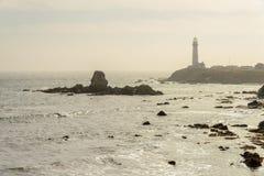 Vuurtoren, Vreedzame kust Royalty-vrije Stock Afbeeldingen