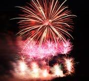 Vuurwerk bij de nacht Stock Fotografie