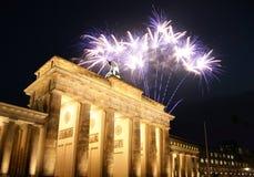Vuurwerk bij de Poort van Brandenburg in Berlijn Stock Foto
