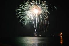 2017 vuurwerk bij Marinepijler Stock Fotografie