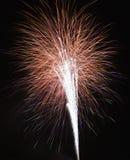 Vuurwerk bij nacht. Royalty-vrije Stock Foto's