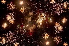 Vuurwerk bij nacht in hemel 2 royalty-vrije stock fotografie
