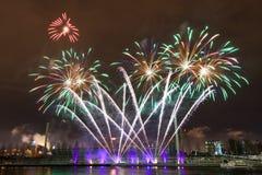 Vuurwerk bij Oudejaarsavond Stock Afbeeldingen