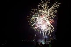 Vuurwerk boven de Kuuroordstad van Stock Afbeelding