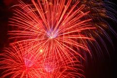 Vuurwerk dat de hemelen aansteken stock afbeelding