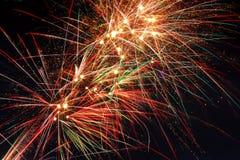 Vuurwerk in de Hemel van Nacht Royalty-vrije Stock Foto's