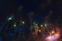 Vuurwerk in de nacht Royalty-vrije Stock Foto