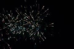 Vuurwerk de nachthemel Royalty-vrije Stock Foto's