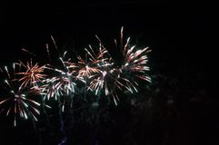 Vuurwerk de nachthemel Royalty-vrije Stock Foto