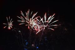 Vuurwerk de nachthemel Stock Afbeeldingen