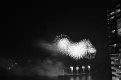 Vuurwerk in de oceaan Royalty-vrije Stock Foto's