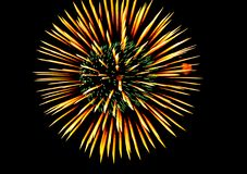 Vuurwerk in de stad bij nacht Royalty-vrije Stock Afbeeldingen