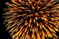 Vuurwerk in de stad bij nacht Stock Afbeelding