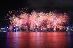 Vuurwerk die het Chinese nieuwe jaar in Hong Kong vieren Stock Afbeeldingen