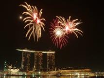 Vuurwerk door de baai stock fotografie