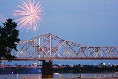 Vuurwerk door de Rivier van Ohio Royalty-vrije Stock Afbeeldingen