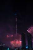Vuurwerk Doubai de stad in en Burj Khalifa Royalty-vrije Stock Foto