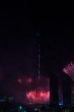 Vuurwerk Doubai de stad in en Burj Khalifa Stock Afbeelding