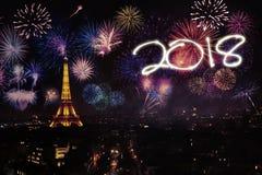 Vuurwerk en nummer 2018 in Parijs stock afbeeldingen