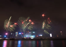 Vuurwerk in Hong Kong New Year-viering 2017 in Victoria Harbor Royalty-vrije Stock Fotografie