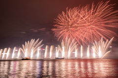 Vuurwerk in Hong Kong New Year-viering 2017 in Victoria Harbour Stock Afbeeldingen