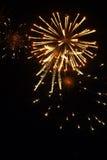 Vuurwerk met goud en rood Royalty-vrije Stock Afbeeldingen