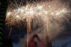 Vuurwerk met staalfabriek royalty-vrije stock afbeeldingen