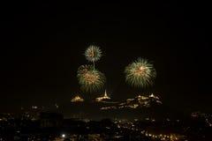 Vuurwerk op berg Stock Afbeeldingen