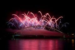 Vuurwerk op brug Stock Foto