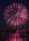 Vuurwerk op de Rivier Royalty-vrije Stock Afbeeldingen