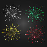 Vuurwerk op een donkere achtergrond, 4 verschillende witte die kleuren wordt geïsoleerd -, groen, geel, rood Royalty-vrije Stock Afbeeldingen