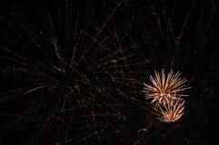 Vuurwerk op een hemelhoogtepunt van sterren Stock Fotografie