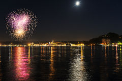 Vuurwerk op lakefront van Arona - Piemonte Stock Afbeelding