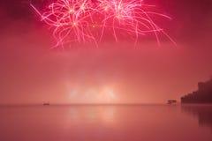 Vuurwerk op meer Stock Afbeelding