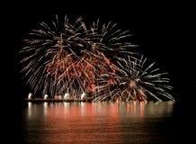 Vuurwerk op rivier Stock Afbeeldingen