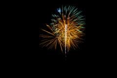Vuurwerk op zwarte achtergrond Stock Afbeelding