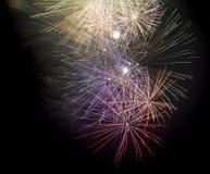 Vuurwerk op zwarte achtergrond Royalty-vrije Stock Afbeeldingen