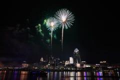 Vuurwerk over Cincinnati Royalty-vrije Stock Afbeelding