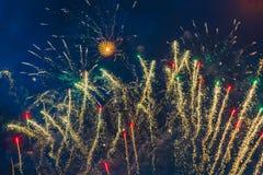 Vuurwerk over de stad stock foto's