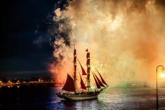 Vuurwerk over de stad van St. Petersburg (Rusland) Royalty-vrije Stock Afbeelding