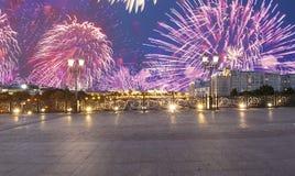 Vuurwerk over het Kremlin, Moskou, Rusland--de populairste mening van Moskou stock fotografie