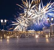 Vuurwerk over het Kremlin, Moskou, Rusland--de populairste mening van Moskou royalty-vrije stock afbeeldingen