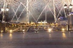 Vuurwerk over het Kremlin, Moskou, Rusland--de populairste mening van Moskou royalty-vrije stock afbeelding