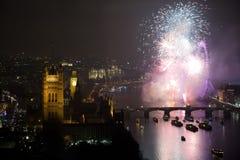 Vuurwerk over het Oog en Westminster van Londen Royalty-vrije Stock Foto's
