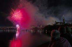 Vuurwerk over het Parlement van Canada Stock Afbeelding