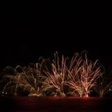 Vuurwerk over het water Royalty-vrije Stock Foto's