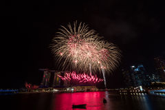 Vuurwerk over Marina Bay, Singapore Royalty-vrije Stock Foto's