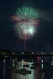 Vuurwerk over rivier Royalty-vrije Stock Foto
